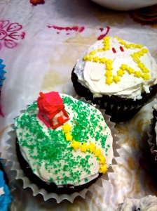 cupcakes for the freak kiddies!!